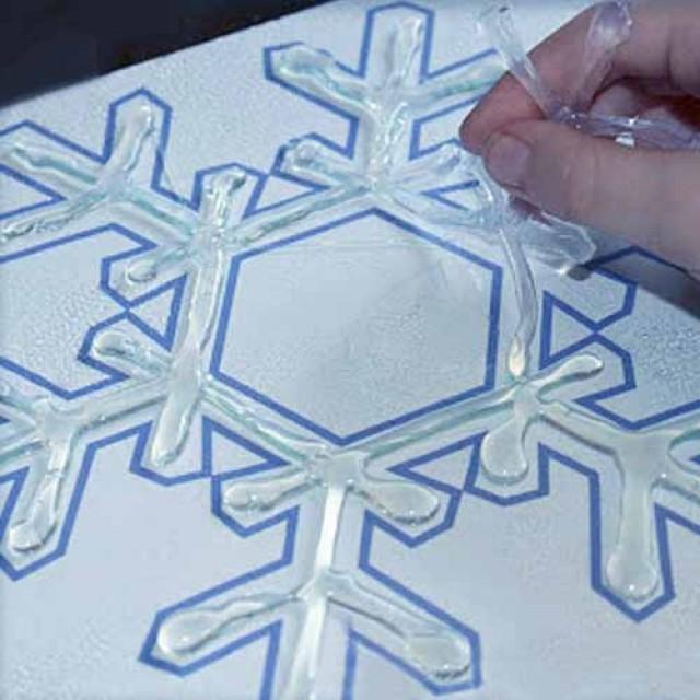 Как сделать снежинку из клея и бумаги